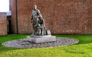 LDS imigrant statue Liverpool(1)